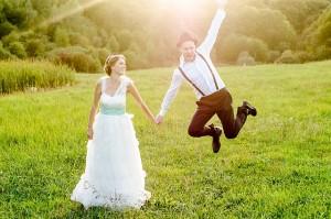 Braut und Bräutigam haben Spaß