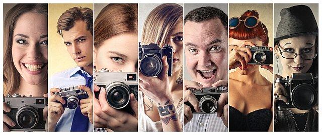 Verschiedene Fotografen mit Kameras - Collage