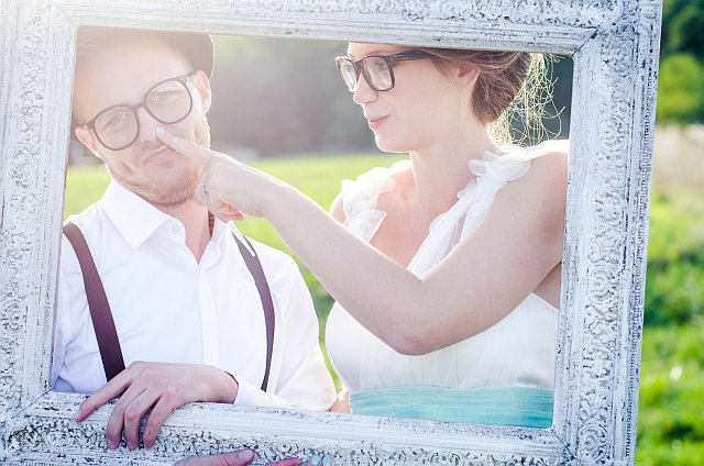 Braut und Bräutigam in altem Bilderrahmen