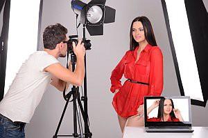 Shooting mit Fotograf und Model im Studio