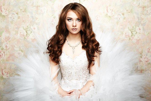 Wunderschöne Braut mit traumhaftem Brautkleid