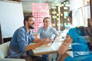 Business Meeting mit jungen Gründern
