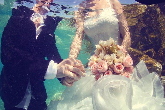 Hochzeitsbilder unter Wasser