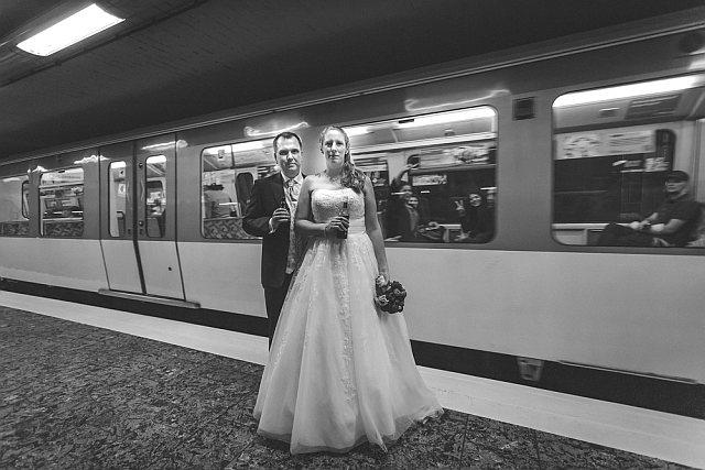Brautpaarshooting in der Hamburger U-Bahn