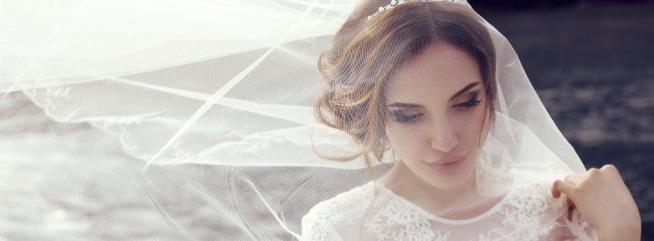 Braut mit weißem Schleier