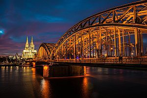 Köln Rheinufer mit Domblick bei Nacht