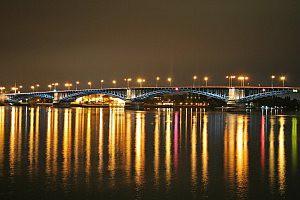 Theodor Heuss Brücke Mainz bei Nacht
