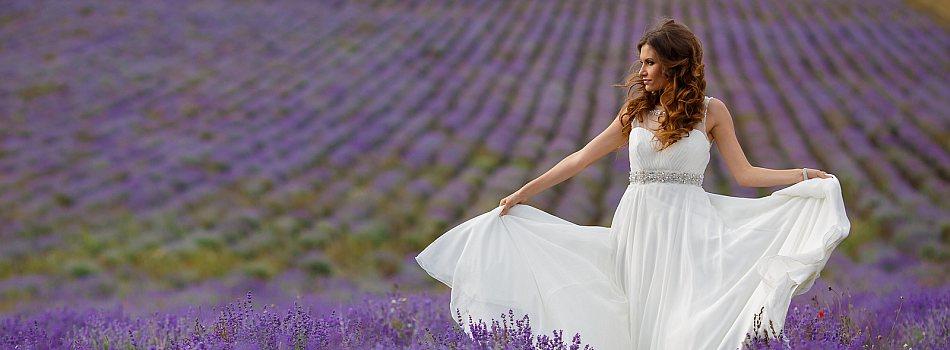Braut im Lavendelfeld