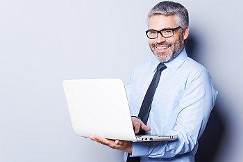 Mitarbeiterfoto am Computer