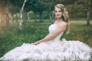 Braut mit schönem Brautkleid